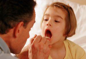 Doctor_examining_girls_throat