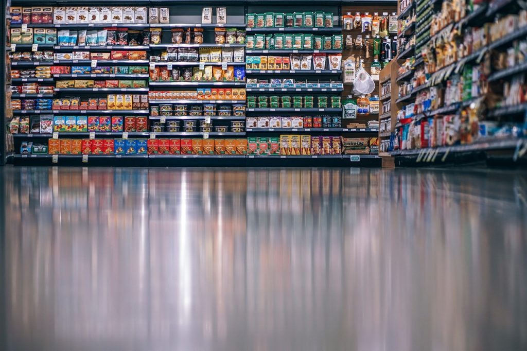 Grocers are capitalizing on omnichannel experiences. Photo by Fancycrave from Pexels