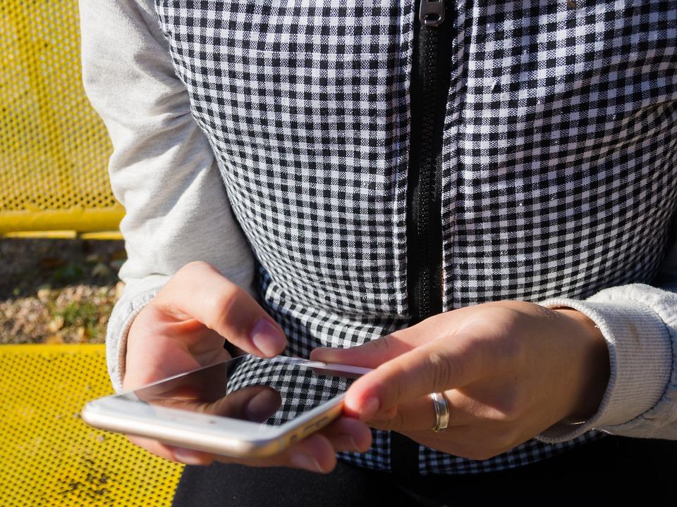 smartphone-982555_960_720